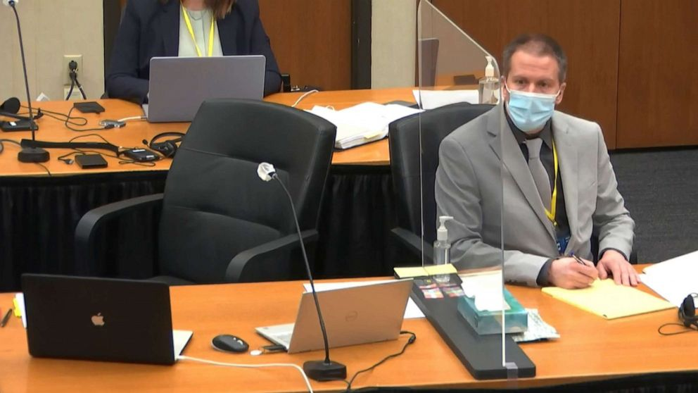 Derek Chauvin at Trial (from: https://abcnews.go.com/US/key-takeaways-2nd-week-derek-chauvin-trial-death/story?id=76971458)