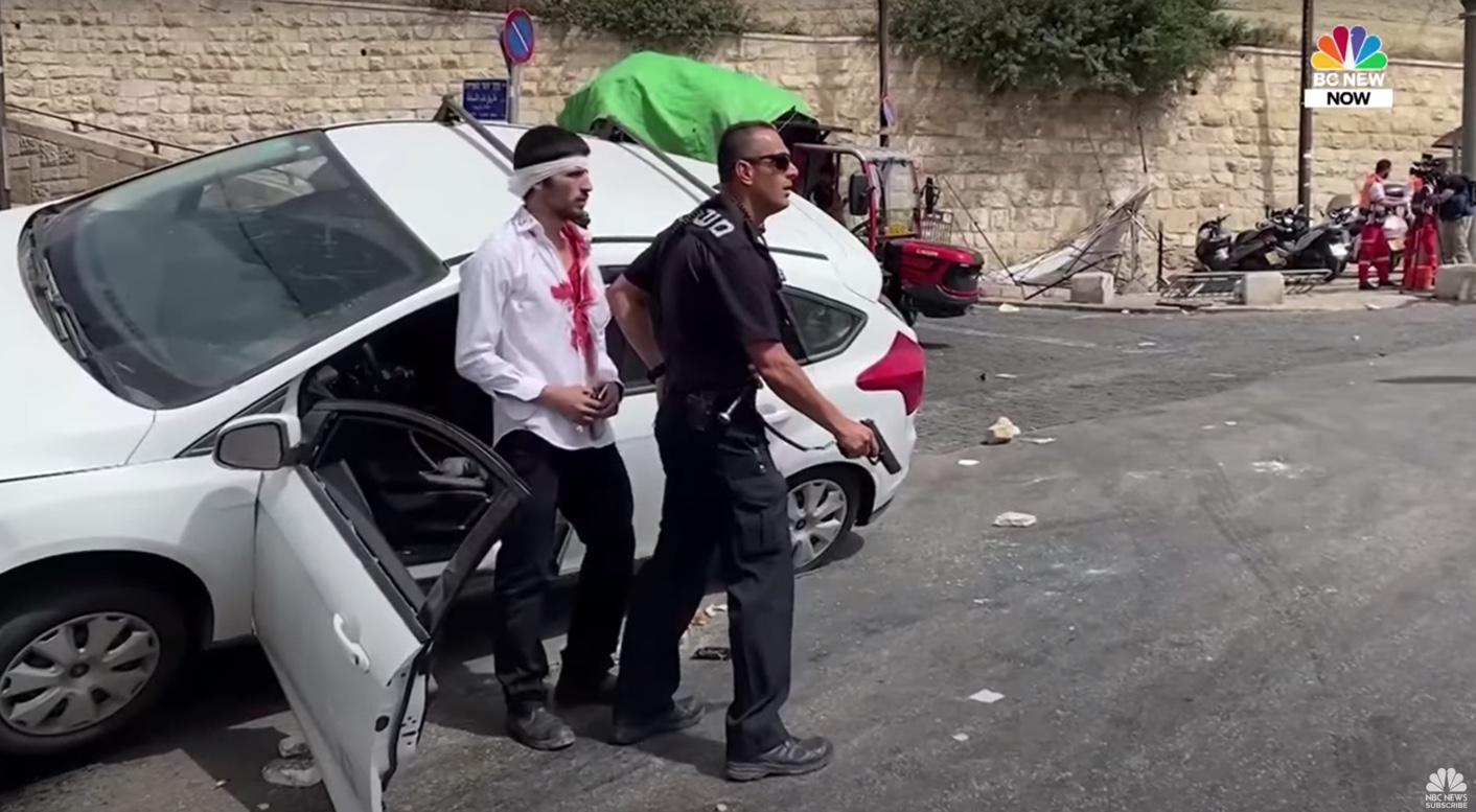 Jerusalem Day; Israeli Police Thwart Attempted Lynching (taken from: https://youtu.be/WpGQ85CxD4E)